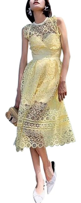 Item - Yellow Halter Midi Lace Mid-length Cocktail Dress Size 4 (S)