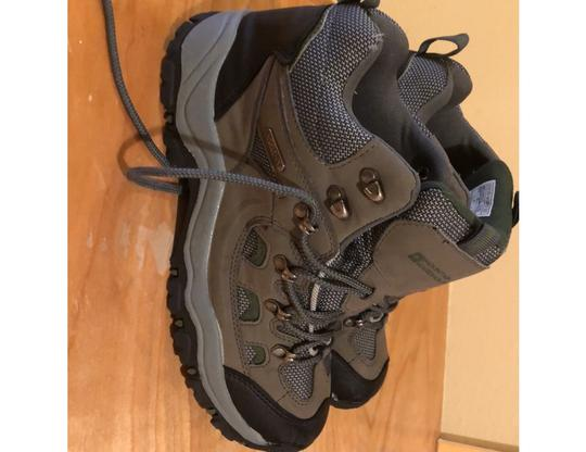 mountain wearhouse olive green Athletic Image 2