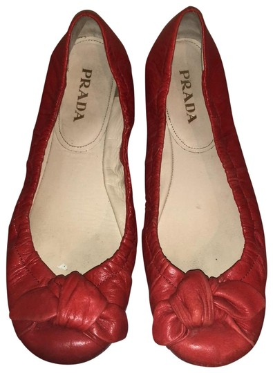 Preload https://img-static.tradesy.com/item/25844671/prada-red-flats-size-eu-37-approx-us-7-regular-m-b-0-1-540-540.jpg