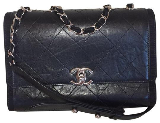 Preload https://img-static.tradesy.com/item/25845222/chanel-classic-2018-small-flap-crumpled-distressed-quilted-grosgrain-ribbon-shw-black-calfskin-leath-0-2-540-540.jpg