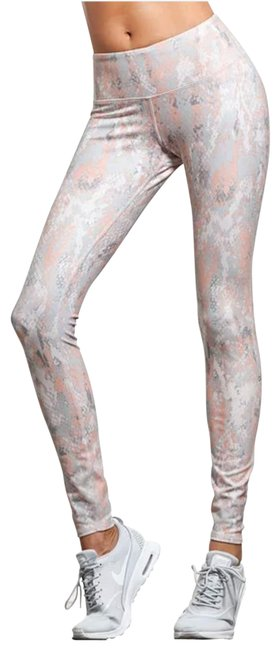 Item - Silver Pink Yoga Airbrush Activewear Bottoms Size 6 (S)