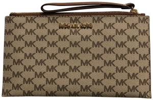 Michael Kors Large Zip Wristlet Natural/ Lugg Leather Clutch
