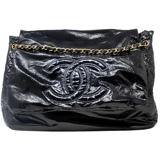 Preload https://img-static.tradesy.com/item/25849619/chanel-rock-and-chain-large-black-patent-leather-weekendtravel-bag-0-0-540-540.jpg