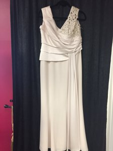 Daymor Couture Champagne Triacetate/Poly Blend Formal Bridesmaid/Mob Dress Size 10 (M)