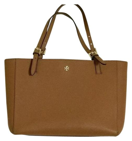 Preload https://img-static.tradesy.com/item/25854818/tory-burch-york-small-tan-saffiano-leather-tote-0-1-540-540.jpg