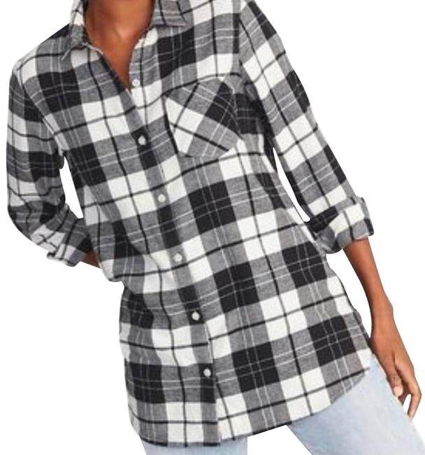 Preload https://img-static.tradesy.com/item/25854938/old-navy-black-and-white-plaid-tunic-m-button-down-top-size-8-m-0-1-650-650.jpg