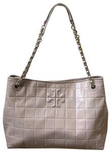 Tory Burch Marion Marion Quilted Patent Leather Very Tote in Light Oak