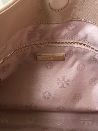 Tory Burch Marion Marion Quilted Patent Leather Very Tote in Light Oak Image 5