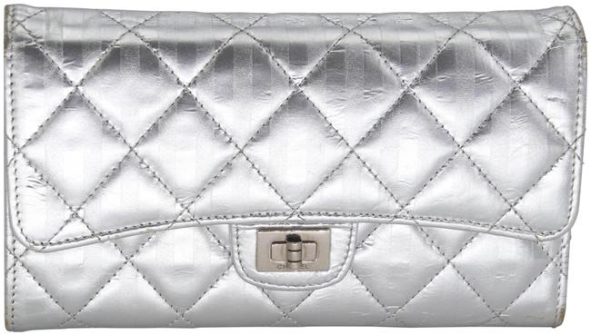 Item - Silver Mademoiselle 2.55 Reissue Quilted Distressed Leather Wallet