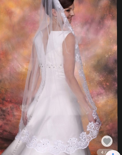 Medium New White 1t Lace Edge Fingertip with Comb Bridal Veil Image 1