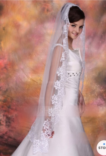 Medium New White 1t Lace Edge Fingertip with Comb Bridal Veil Image 2