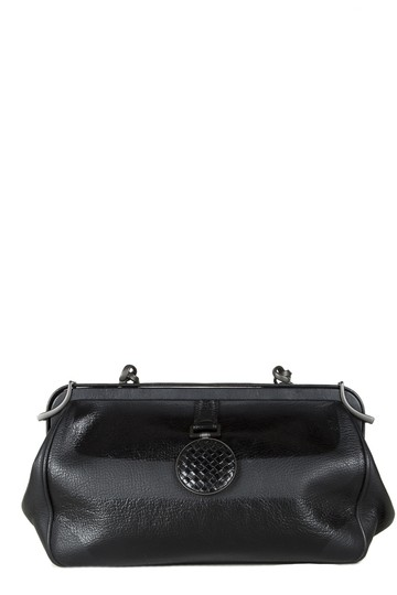 Preload https://img-static.tradesy.com/item/25856973/bottega-veneta-black-leather-shoulder-bag-0-0-540-540.jpg