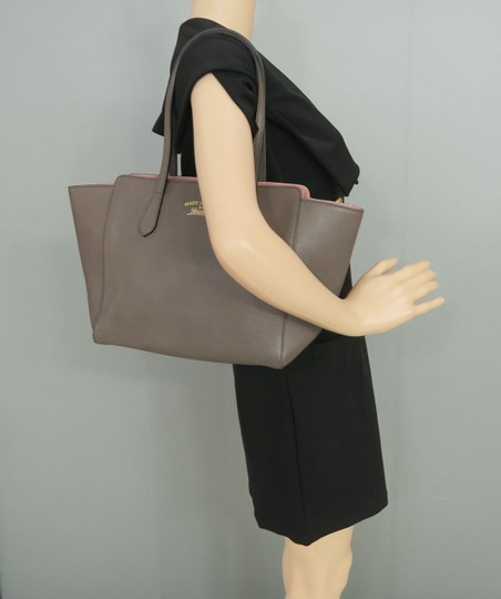 Gucci Swing Small Calfskin Tote in Taupe Image 11
