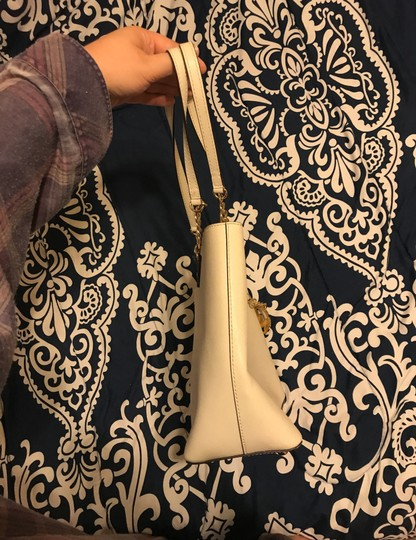 MICHAEL Michael Kors Tote in cream Image 2