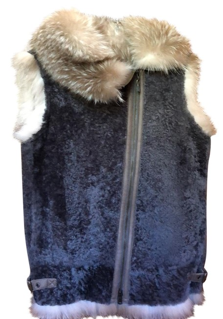 Item - Gray Sleeveless Jacket In Turned Sheep Skin and Fox Vest Size 6 (S)