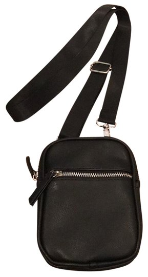 Preload https://img-static.tradesy.com/item/25859592/pouch-black-cross-body-bag-0-1-540-540.jpg