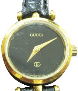 Gucci Women's Gucci Dress Watch Model 2000l Keeps Accurate Time Swiss Made