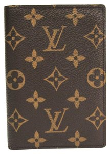 Louis Vuitton Louis Vuitton Monogram Monogram Passport Cover Monogram Passport Case M60181