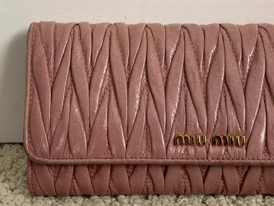 Miu Miu Dusty Rose Pink Matelasse Quilted Leather Bifold Continental Wallet Image 4