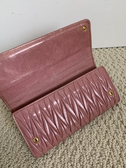 Miu Miu Dusty Rose Pink Matelasse Quilted Leather Bifold Continental Wallet Image 5