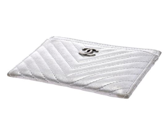 Chanel Silver Calfskin Chevron Card Case Image 2