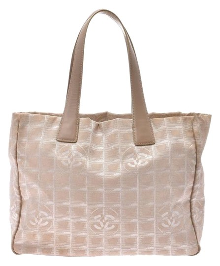 Chanel Tote in Beige Image 0