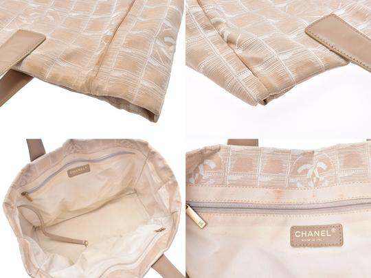 Chanel Tote in Beige Image 7