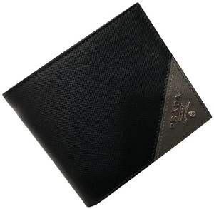 Prada Men's Saffiano Leather Billfold Wallet Metal Logo 2MO513