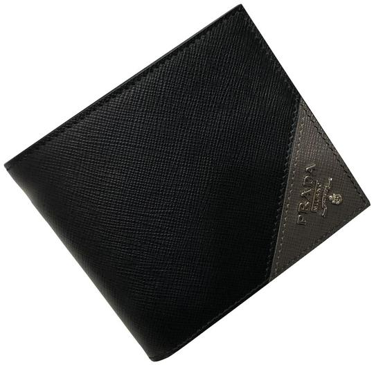 Preload https://img-static.tradesy.com/item/25863556/prada-black-and-grey-men-s-saffiano-leather-billfold-metal-logo-2mo513-wallet-0-0-540-540.jpg
