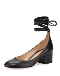 Gianvito Rossi Leather Ankle Wrap Work Classic Black Pumps