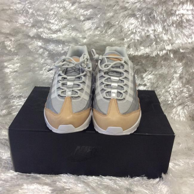 Nike White Cream and Silver A8697002 Sneakers Size US 6.5 Regular (M, B) Nike White Cream and Silver A8697002 Sneakers Size US 6.5 Regular (M, B) Image 3