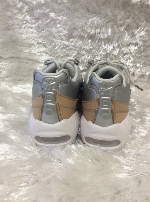Nike White Cream and Silver A8697002 Sneakers Size US 6.5 Regular (M, B) Nike White Cream and Silver A8697002 Sneakers Size US 6.5 Regular (M, B) Image 8