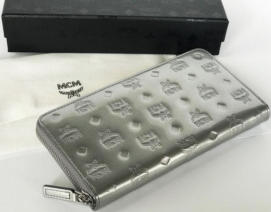 MCM New Wallet embossed patent leather Image 3