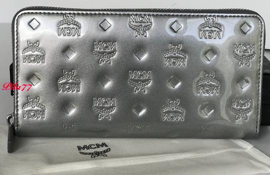 MCM New Wallet embossed patent leather Image 5