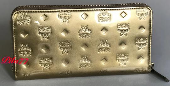 MCM New Wallet embossed patent leather Image 2