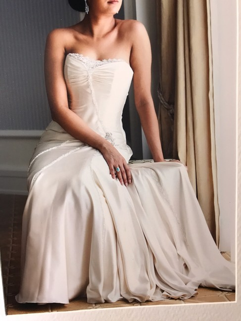 Item - Ivory Silk Gown Feminine Wedding Dress Size OS (one size)