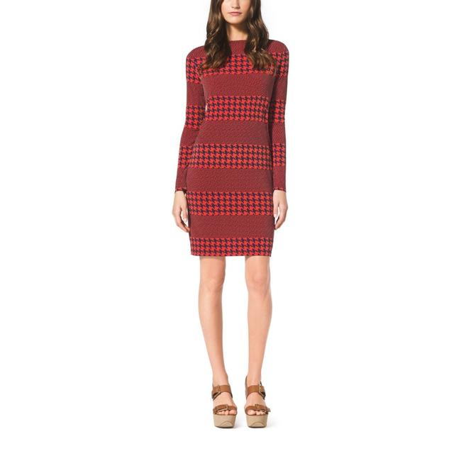 Item - Red Black Jersey New Houndstooth Striped Matte Small New Mid-length Short Casual Dress Size 4 (S)