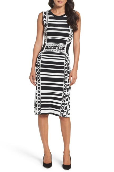Item - Black and White Body-con Mid-length Night Out Dress Size 6 (S)