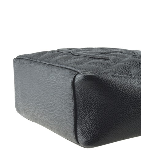 Chanel Leather Tote in Black Image 7