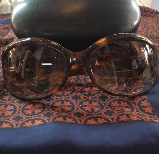 Oliver Peoples Oliver Peoples Tortoise Round Sunglasses w/ Case Image 1