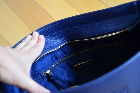 Tory Burch Tote in royal navy Image 1