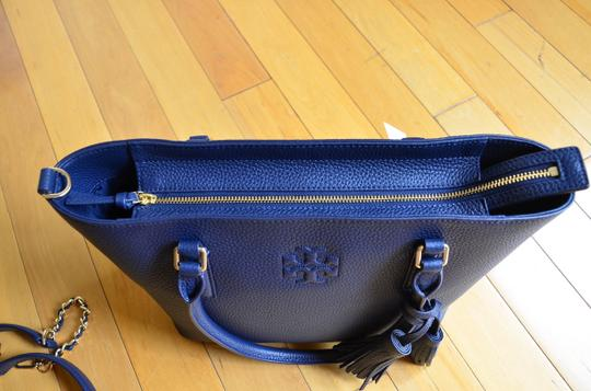 Tory Burch Tote in royal navy Image 3