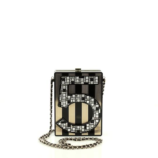 Preload https://img-static.tradesy.com/item/25871891/chanel-no-5-minaudiere-embellished-plexiglass-black-and-brown-clutch-0-0-540-540.jpg