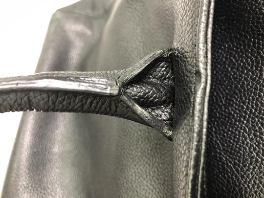 Chanel Leather Tote in Black Image 10