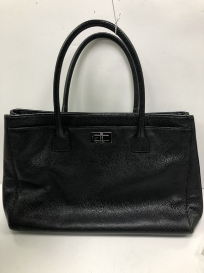 Chanel Leather Tote in Black Image 11