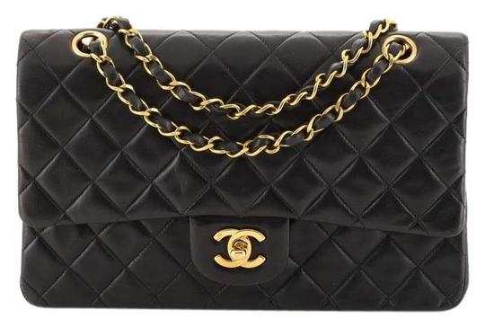 Preload https://img-static.tradesy.com/item/25872013/chanel-classic-flap-vintage-classic-double-quilted-lambskin-medium-black-leather-shoulder-bag-0-1-540-540.jpg