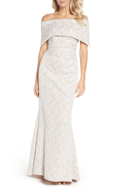 Item - Off Shoulder Lace Trumpet Gown Long Formal Dress Size 6 (S)