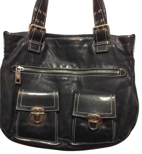 Preload https://img-static.tradesy.com/item/25872367/marc-jacobs-double-handle-and-pockets-leather-shoulder-bag-0-1-540-540.jpg
