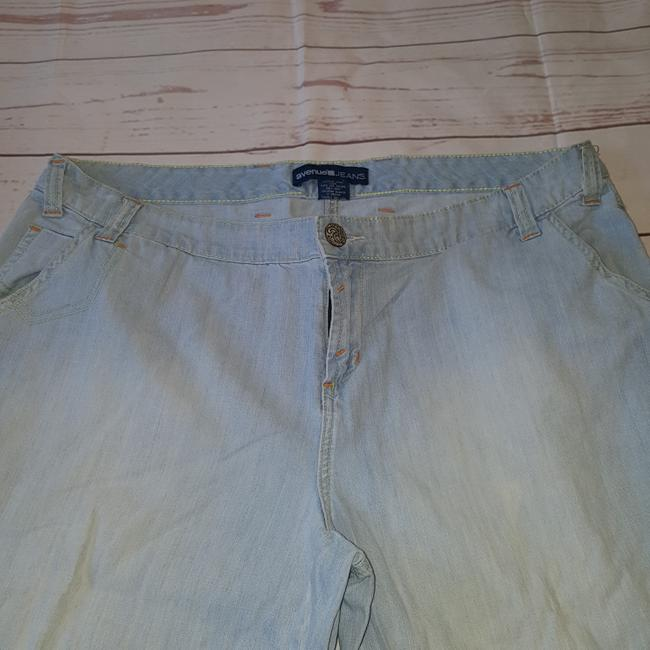 Avenue Capri/Cropped Denim-Light Wash Image 2