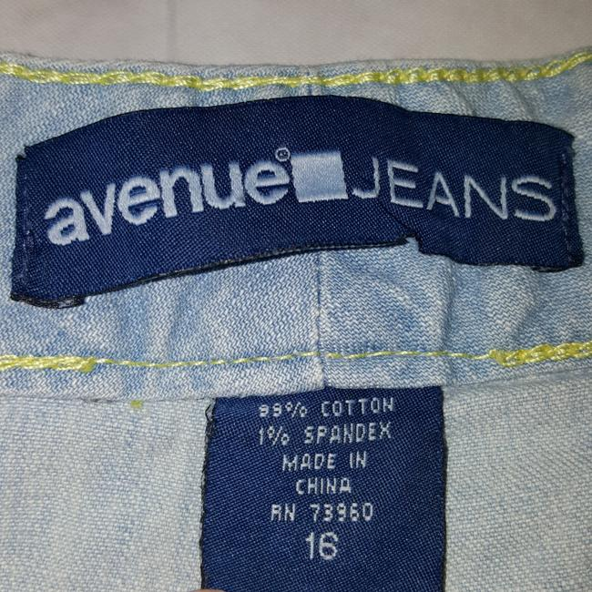 Avenue Capri/Cropped Denim-Light Wash Image 4